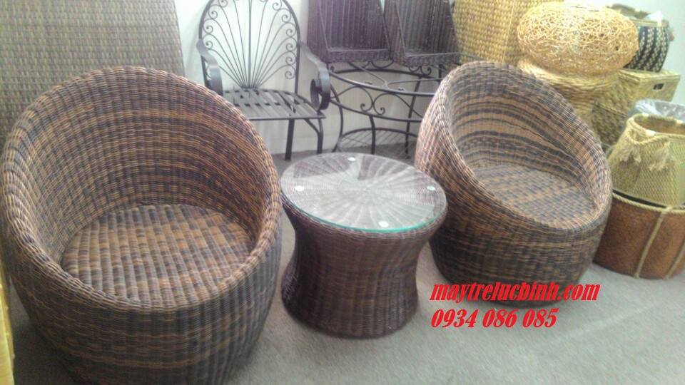 Plastic table anh chairs BV820